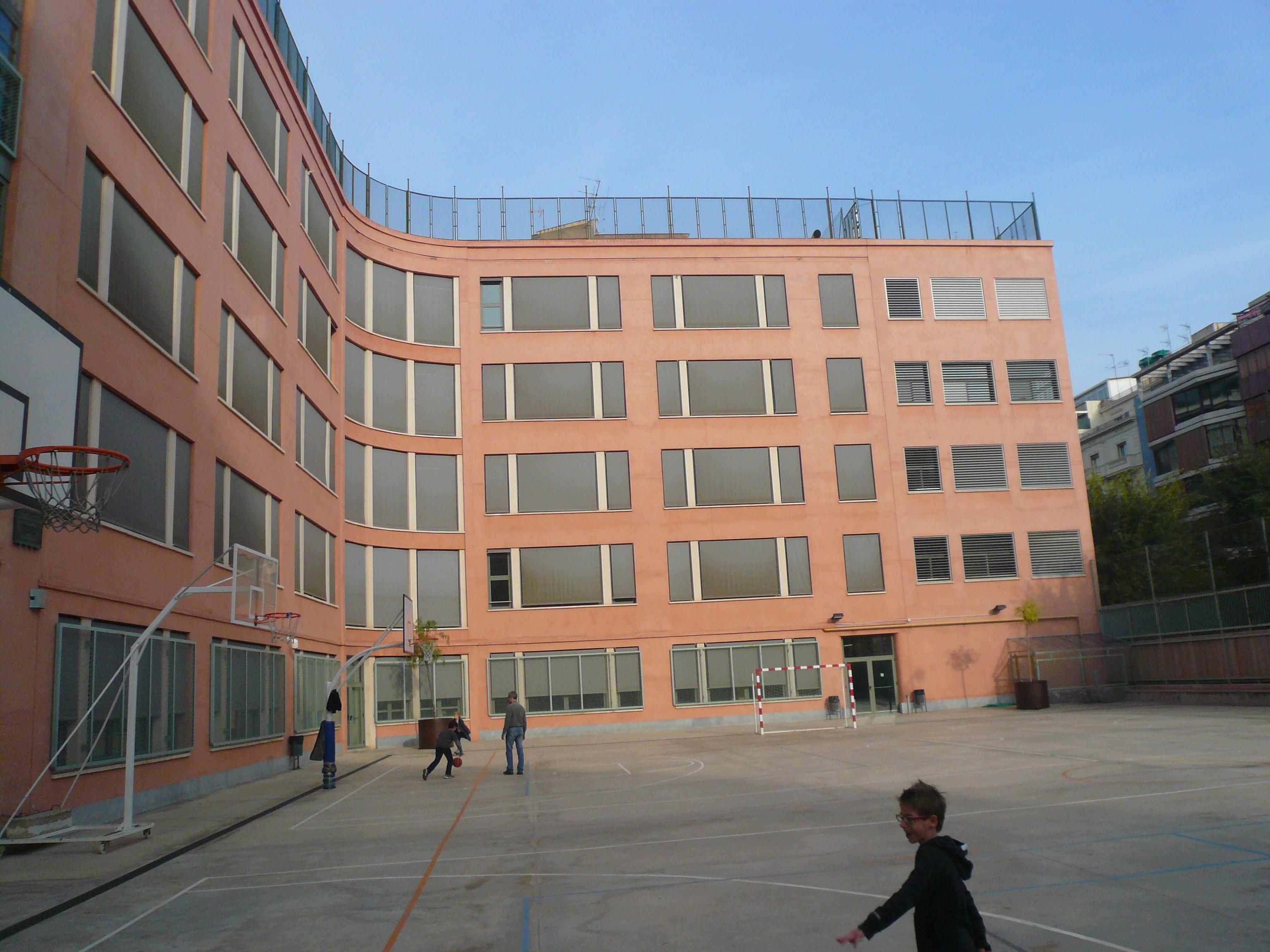 Colegios con desfibriladores y formación RCP, seguridad cardíaca para niños y adultos0 (0)