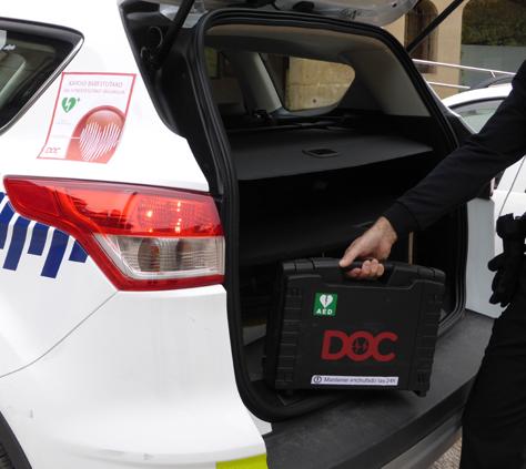 Desfibrilador DOC instalado en un coche de policía